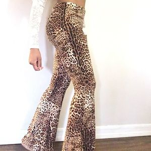 Vibe Leopard print very wide bellbottoms. Sz small